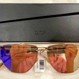 Dior这款墨镜必须有姓名...