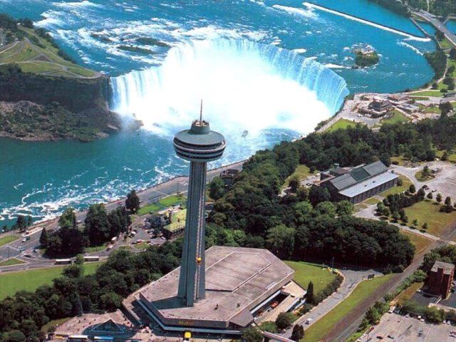 Skylon Tower观瀑塔旋转餐厅