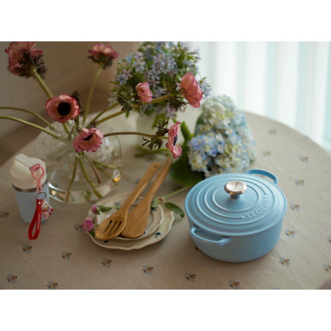 Le Creuset奶敷敷的蓝和粉...