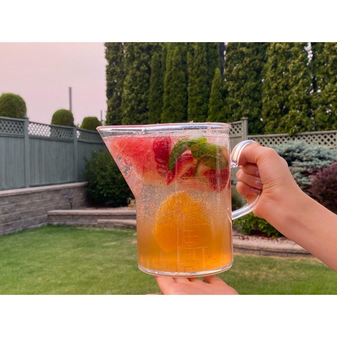 夏日清爽饮品-水果莫吉托...