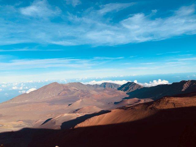 在三千米的火山上漫步云端,看日落和繁星