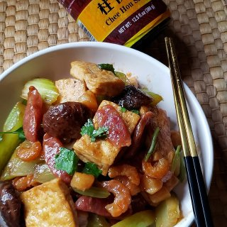 一日三餐吃什么之---腊肠冬菇虾米豆腐煲...