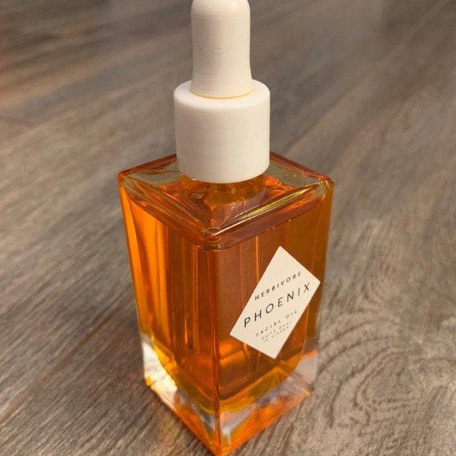 喜欢这个面油 好吸收 瓶子漂亮 还...