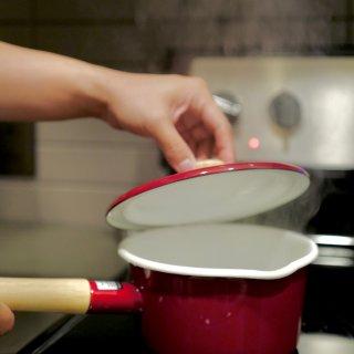 𝗛𝗼𝗺𝗲 • 装下甜咸的珐琅搪瓷锅