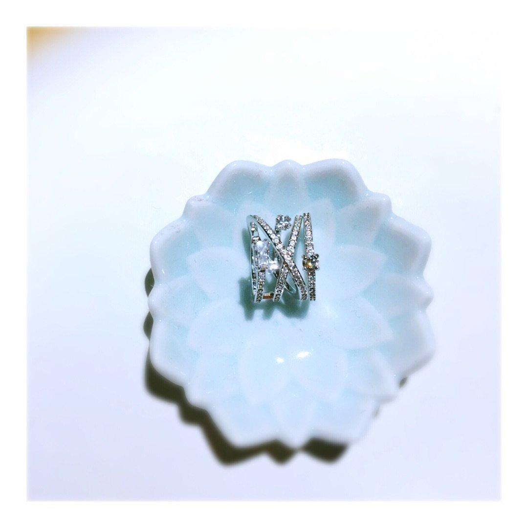 施洛华世奇最近的戒指挺好看的。<b...