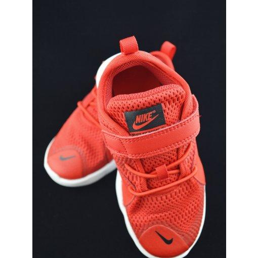 买孩子的鞋子不嫌多!