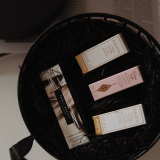 Harvey Nichols送的专属礼盒...