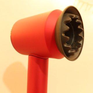 红色戴森吹风机,今年收到最棒的生日礼物!...