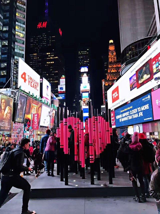2017年纽约时代广场情人节雕塑