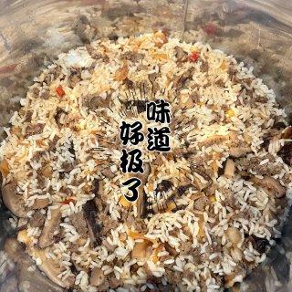 懶人料理上菜 快鍋版5分鐘古早味油飯😁😁...