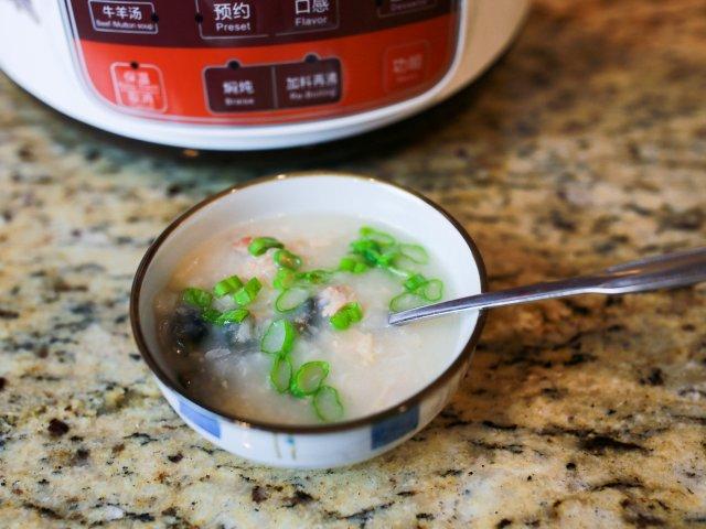 黑陶炖锅版非典型皮蛋瘦肉粥