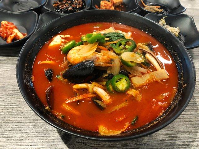 初秋就是要吃热腾腾的辣海鲜面呀🍜