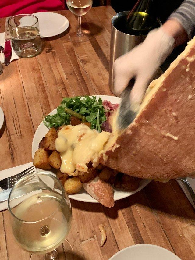 东村瑞士小屋的Raclette