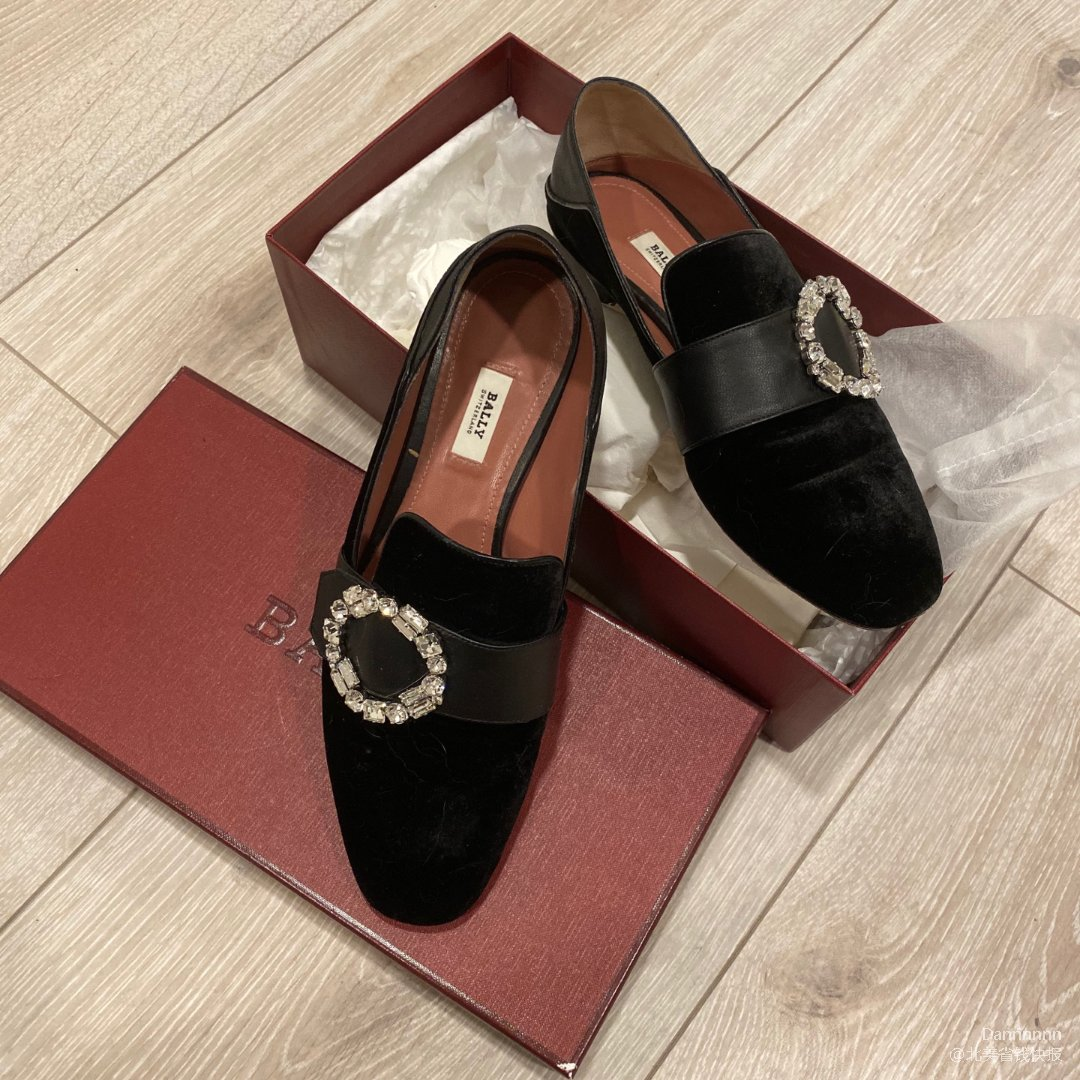 Bally 丝绒水钻穆勒鞋💓