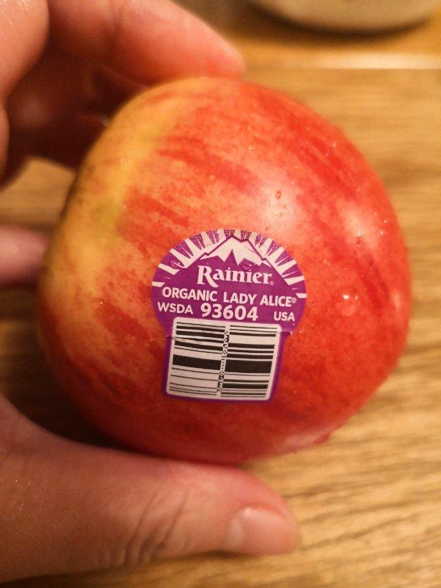 蘋果寓意大家平平安安