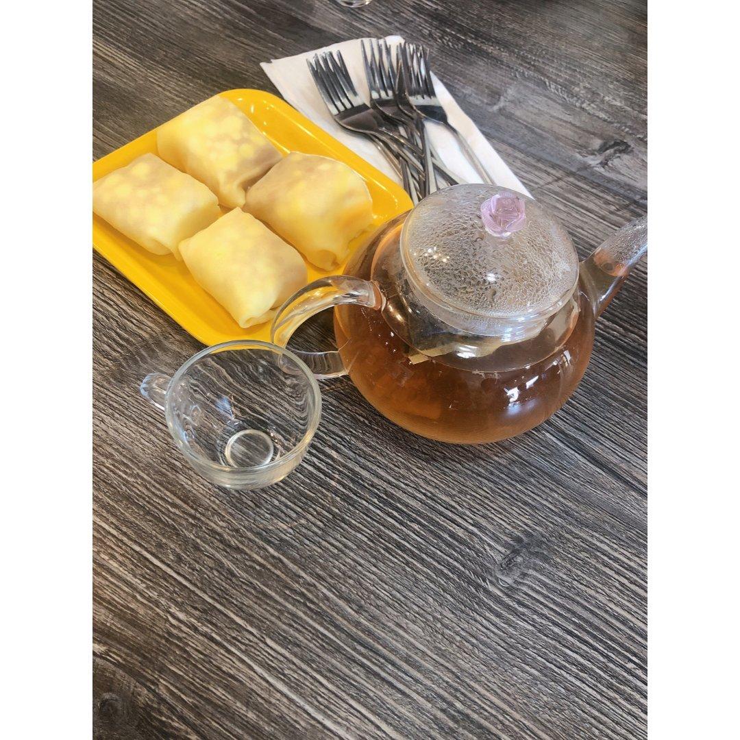 榴莲糕和猕猴桃茶
