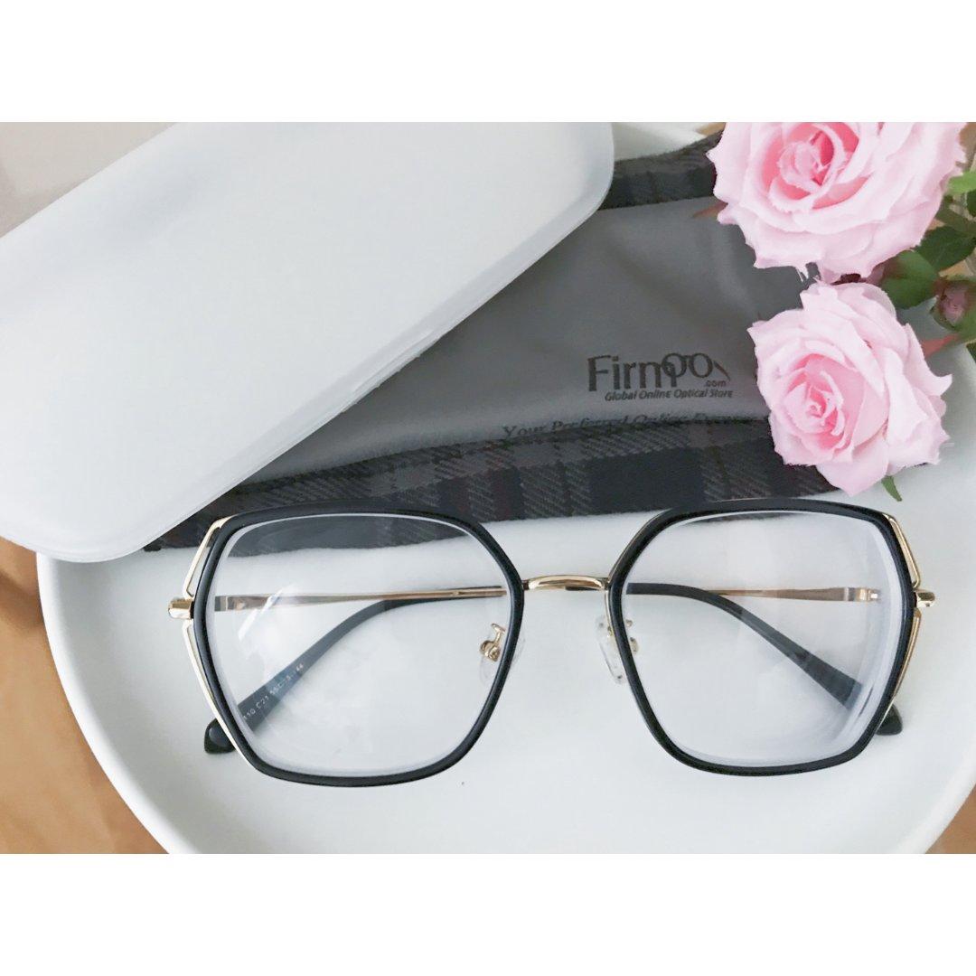 它是有实力有内涵有颜值的...眼镜