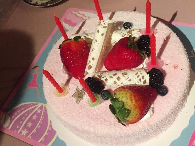 小可爱过生日要吃小可爱蛋糕要喝小可爱奶茶