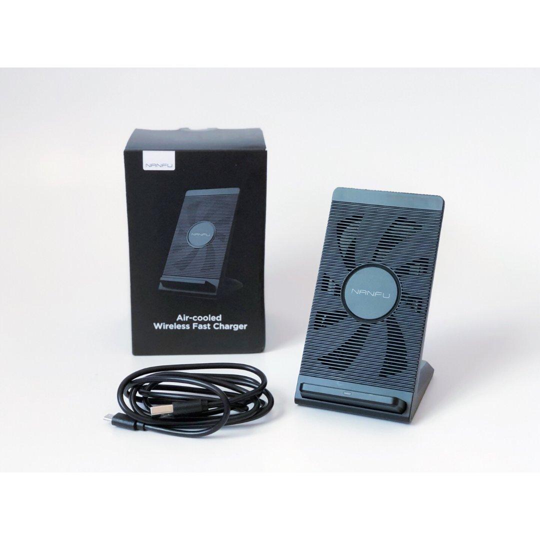 【微众测】充电器与手机支架并存的南...