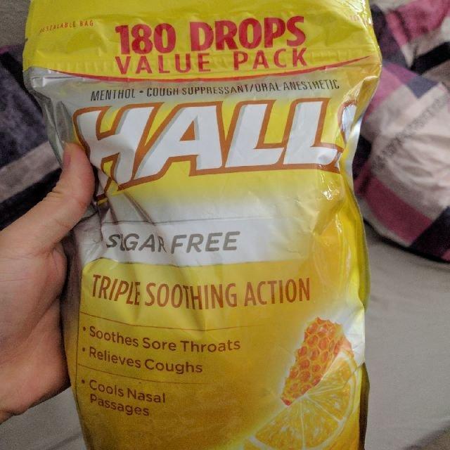 这款是我一直吃的润喉糖,柠檬蜂蜜味...