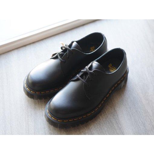 UO买什么 | Dr.Martens三孔马丁靴 | 拔草向
