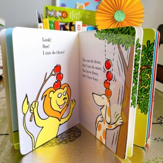 Ten Apples Up On Top! (Bright & Early Board Books(TM)) (0000679892470): Seuss, Dr.: Books