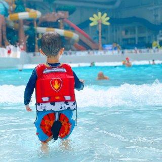 🎡带你走近美东地区最大的室内水上乐园...