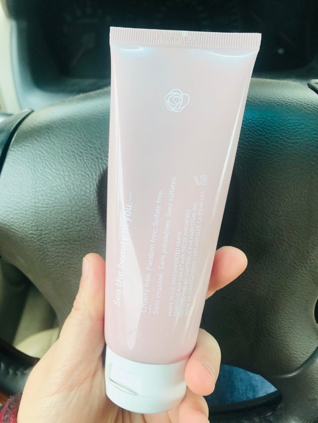 一个粉粉的护手霜