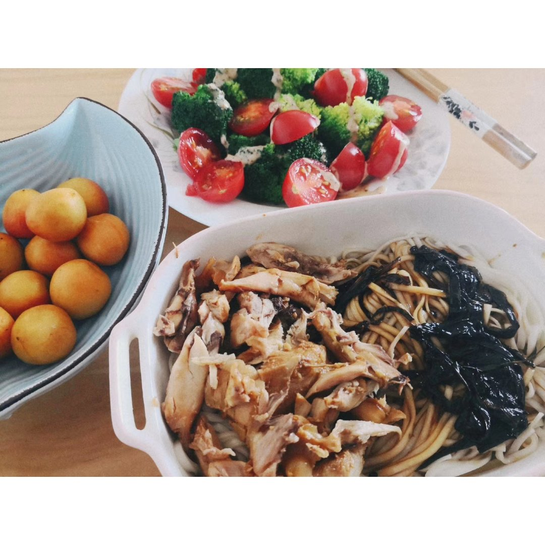 今日午餐:照烧鸡腿🍗➕葱油面🍜