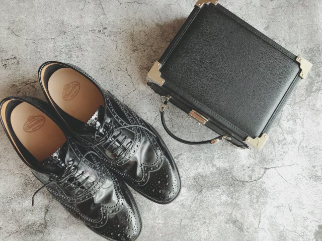 包包鞋子一个色:能量黑