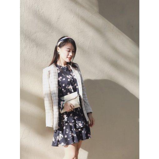 穿搭 | 碎花裙+小西装+丝巾,法式优雅轻松get