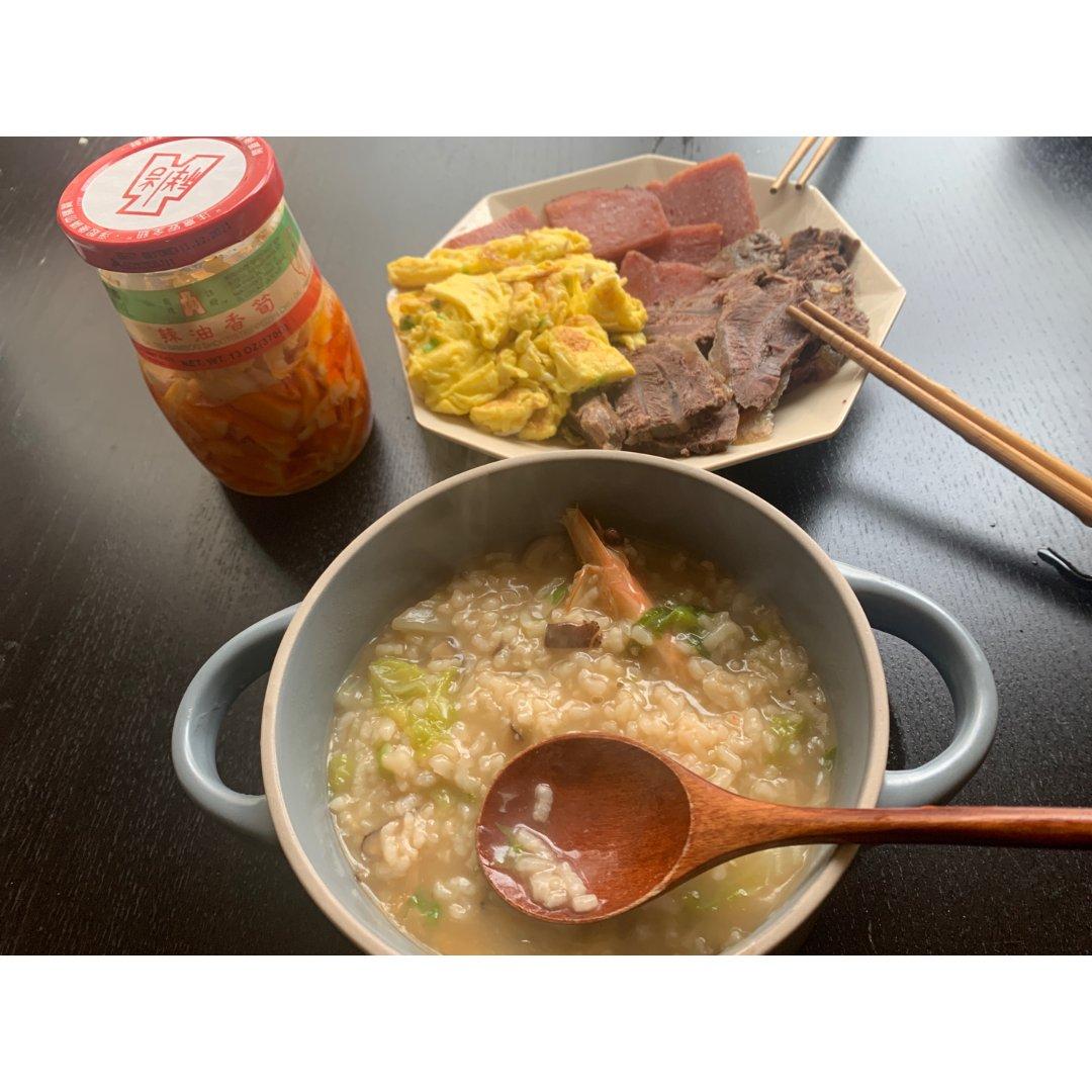 4/23早餐: 海鲜粥+牛腱午餐肉等...