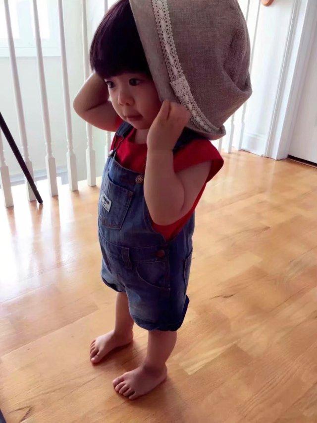 """《家里有宝》老母亲真的是对""""背带裤..."""