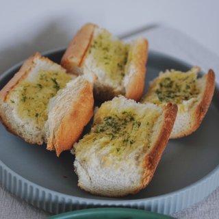 吃货的日常|鸡肉沙拉🥗+蒜香面包🥖...