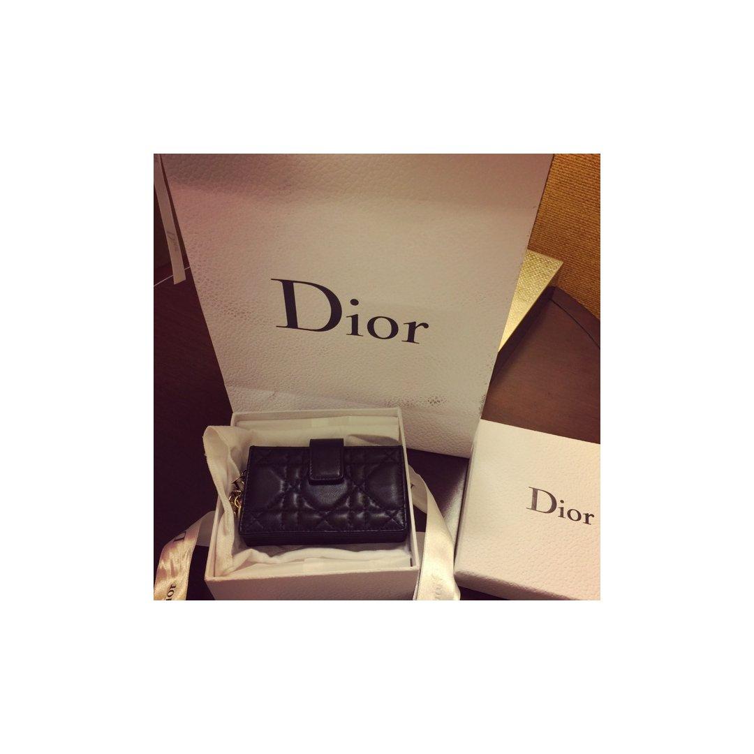 Dior 卡包,夏威夷浪的时候买的...