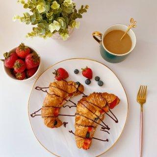 🥐牛角包的早晨☀️...