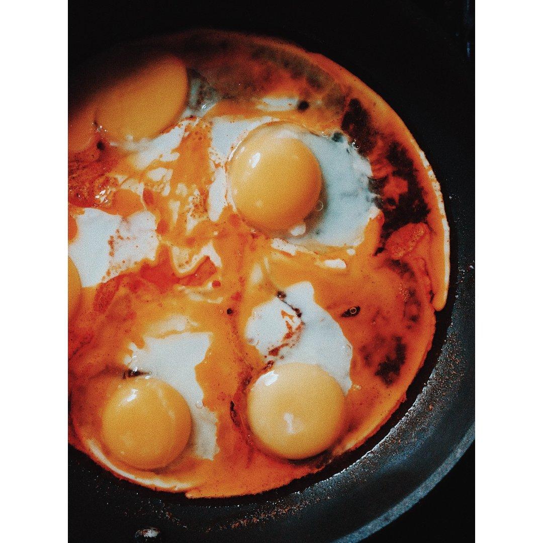 极简早餐或夜宵/十月煎鸡蛋都是枫叶红