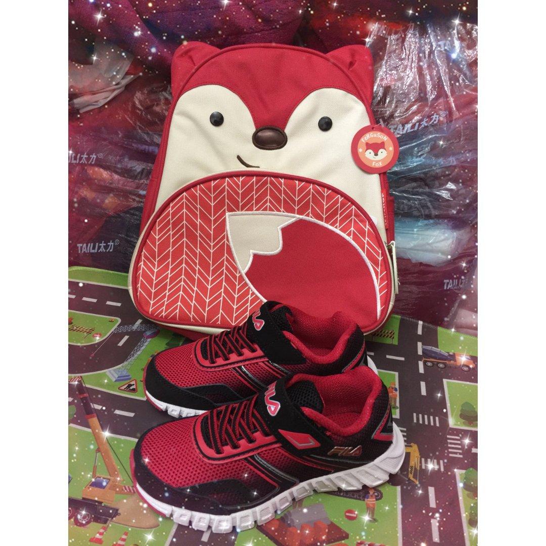 红狐狸书包红跑鞋!