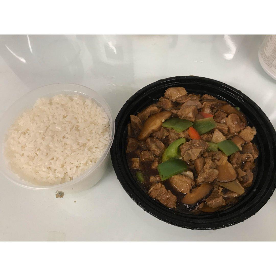 云尚过桥米线,杨铭宇黄焖鸡米饭