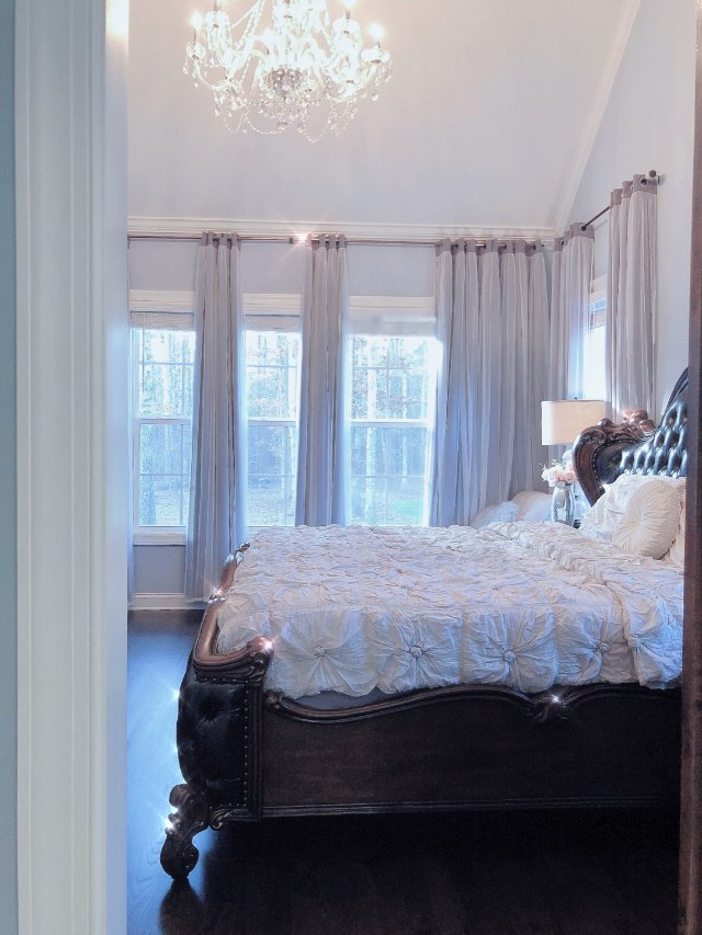 美美的卧室一角!