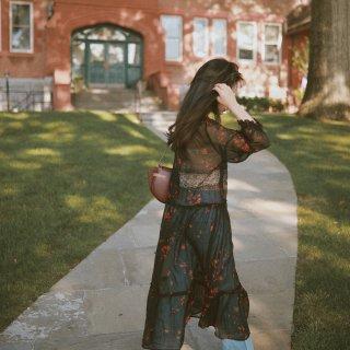 长裙的另一种穿法 | 真丝也可以很潇洒