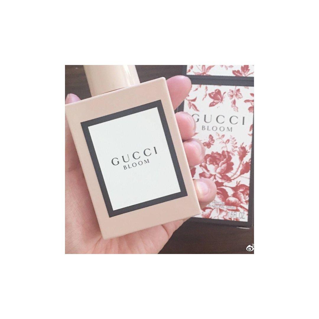 粉色的GUCCI BLOOM香水,...
