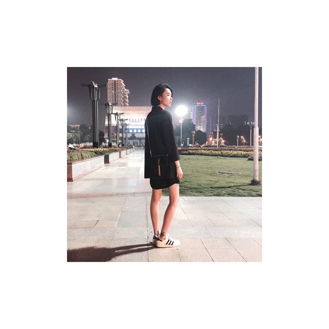 all black look+小白鞋