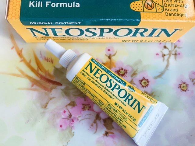 不闲置5 Neosporin药膏