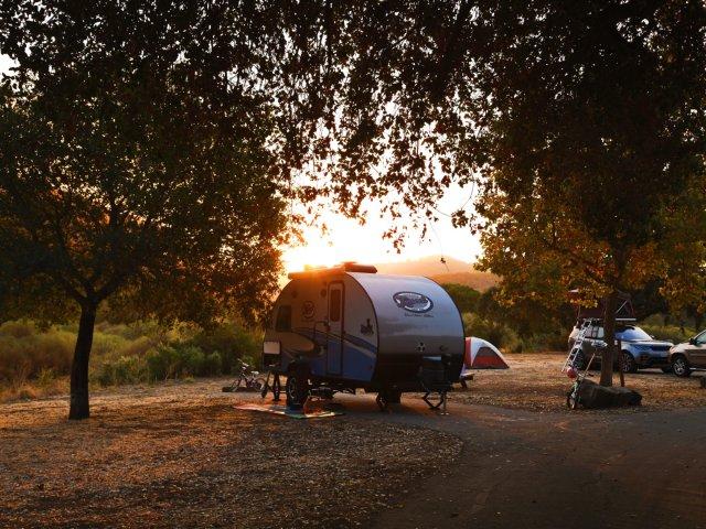【朝阳下的露营地,居然能看到这么...