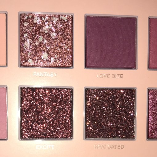 huda beauty裸粉色盘几个偏光色打底texture真