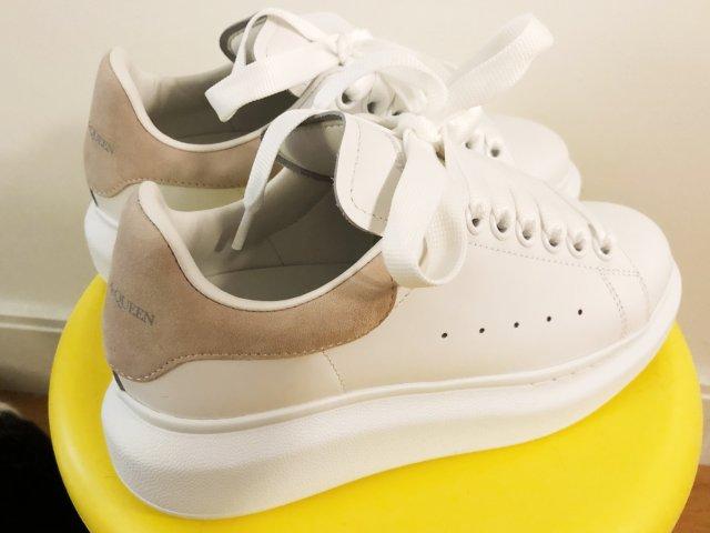 超级显腿长麦昆小白鞋,感恩节的礼物🎁