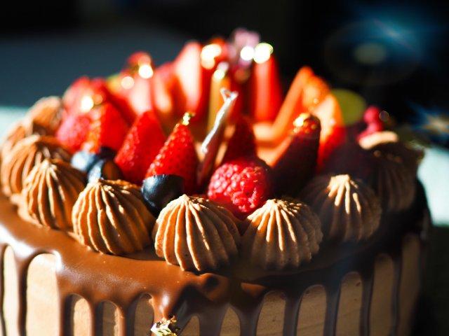 超赞甜品店-巧克力淋面蛋糕🥰