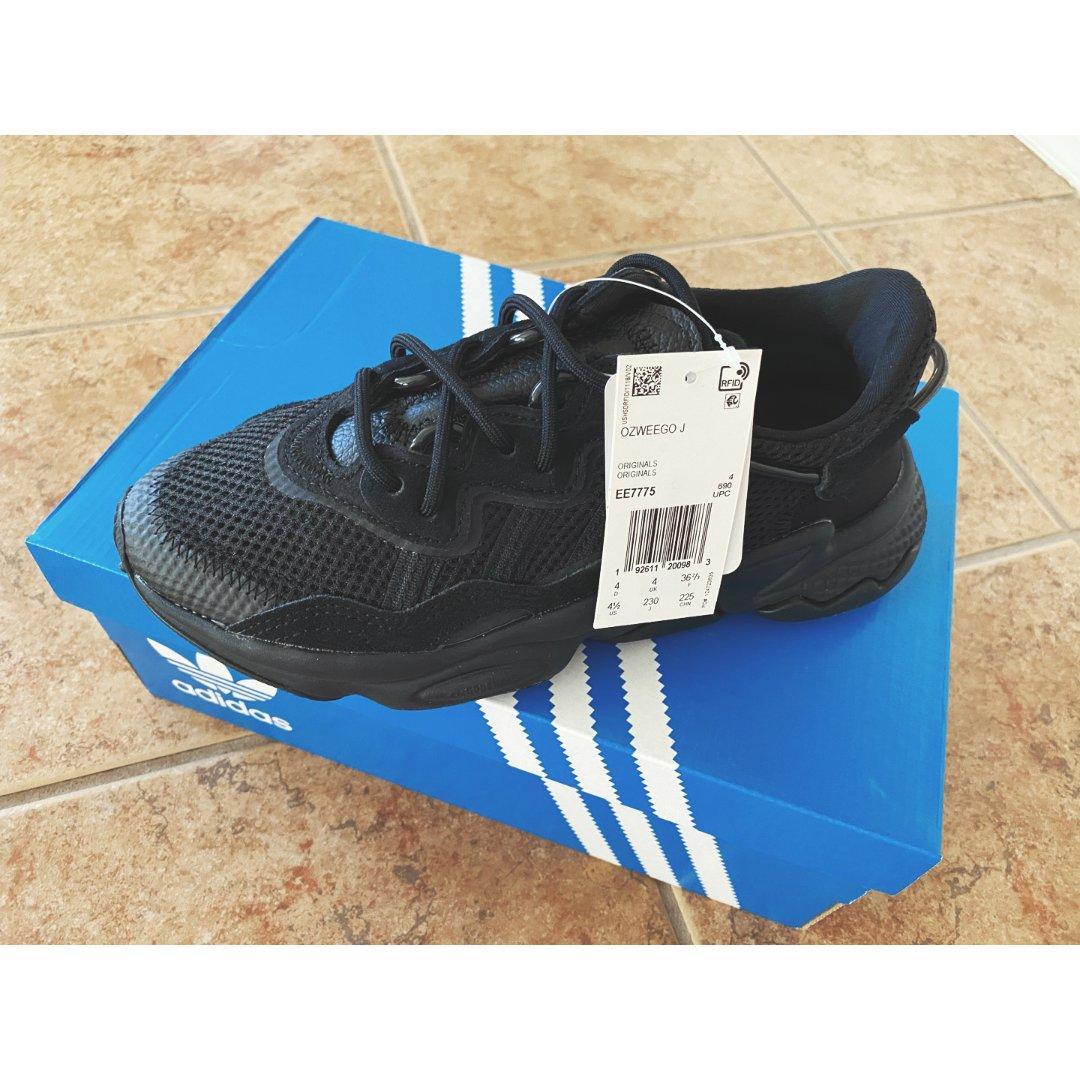 Adidas ozweego黑武士