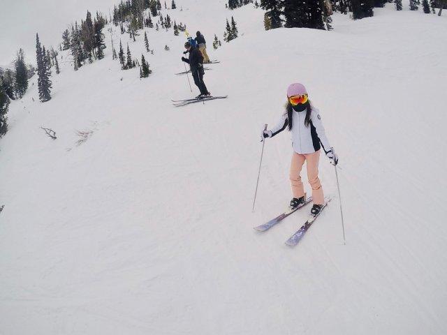 少女粉滑雪look